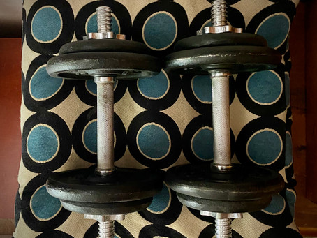 16 Real & Legitimate Benefits Of Lifting Weights (And Dispelling Some Myths)