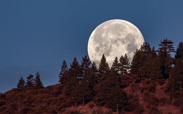 Moonset over Eastern Sierras