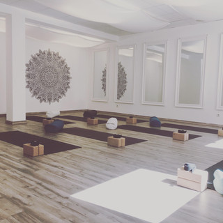 Yogakurs Yoga Nest Innsbruck.jpg