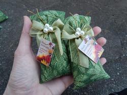 Sache perfumado tecido verde