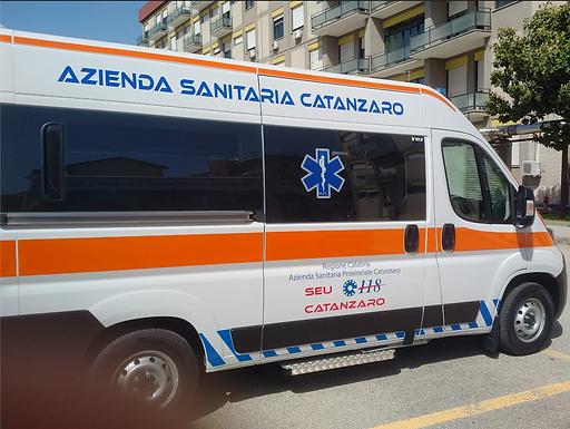 Asp Catanzaro: consegnate al SUEM 118 le prime 6 nuove ambulanze