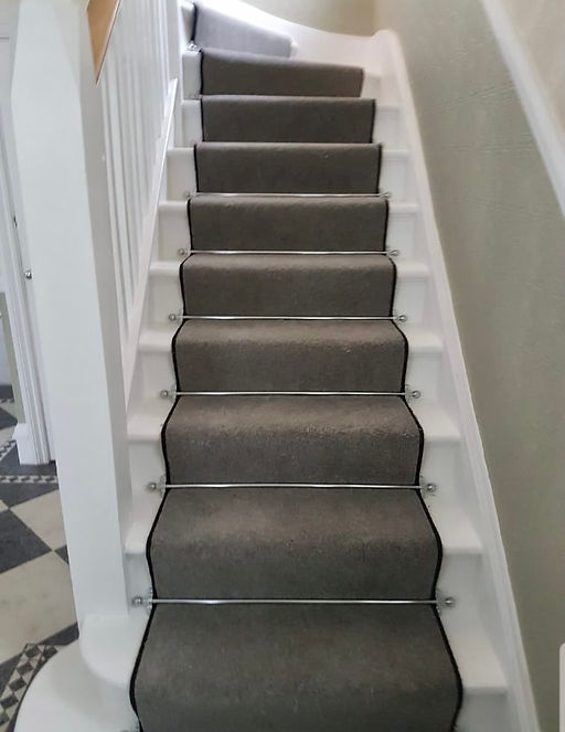 Runner with stair rods