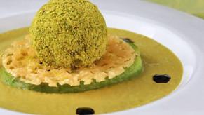 Quand une Boule de guacamole trône sur une soupe aux petits pois... on se régale !