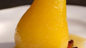 La poire se poche en délicieux épices et miel