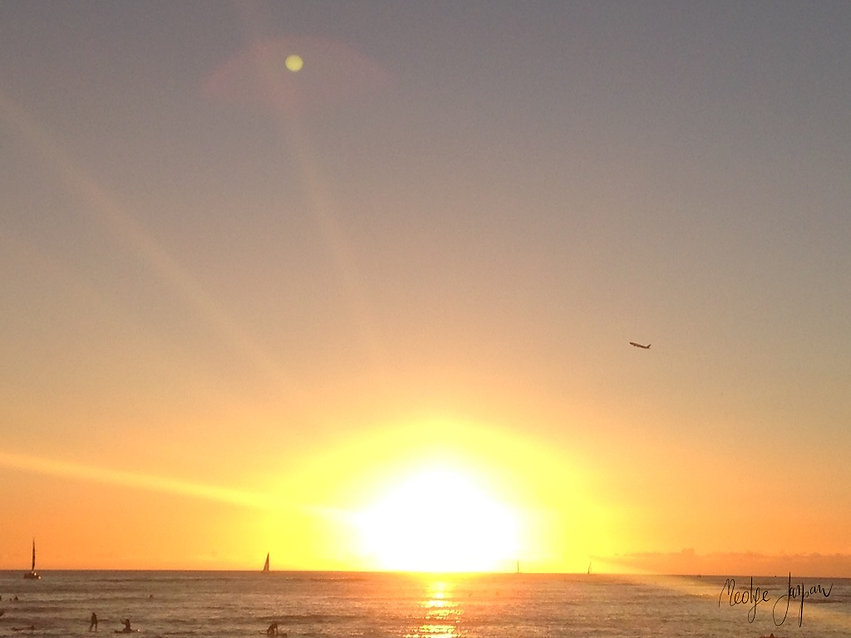 Full Moon and Sunset on Waikiki Beach.jp
