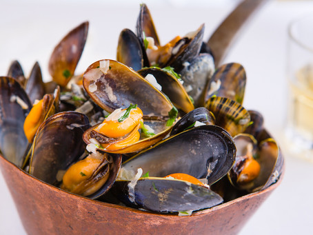 Mussels with shallots, cream and tarragon