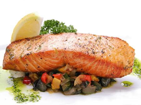Стейк из лосося на «овощной подушке»