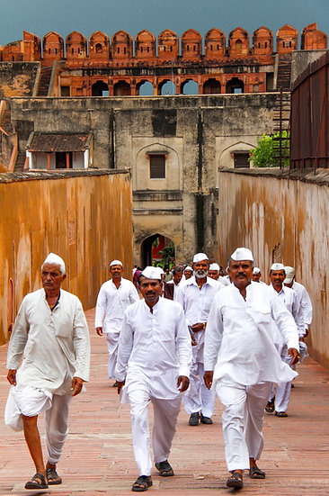 Pilgrims at the Red Fort, Agra