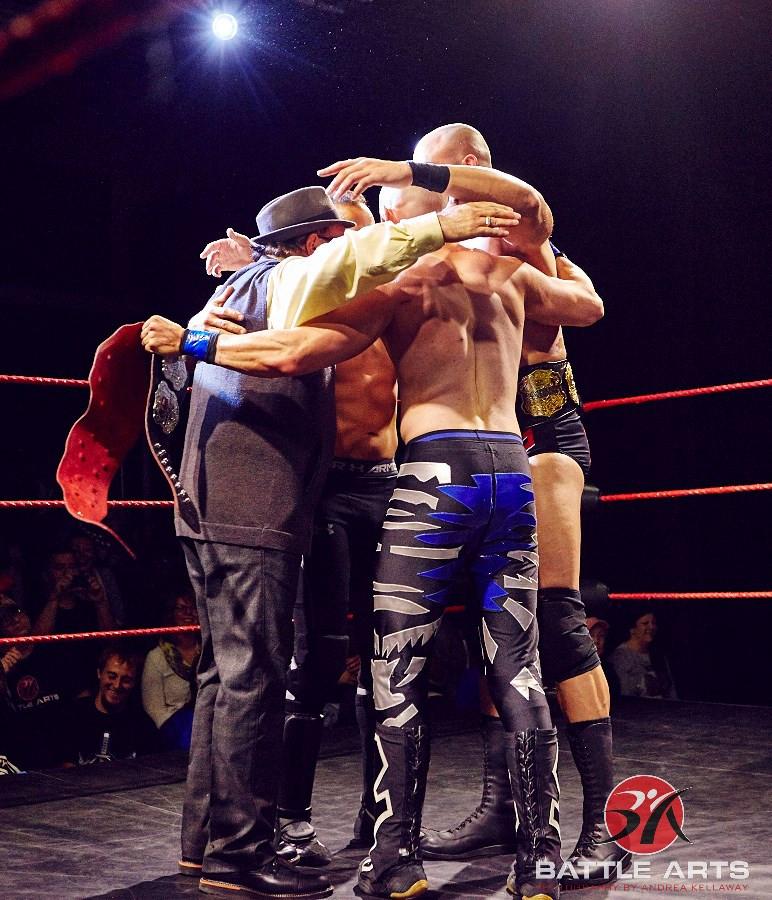 Di Papa & co. celebrate in the ring.