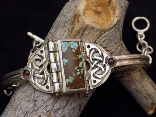 Celtic Interlace Shield Bracelet: Turquoise