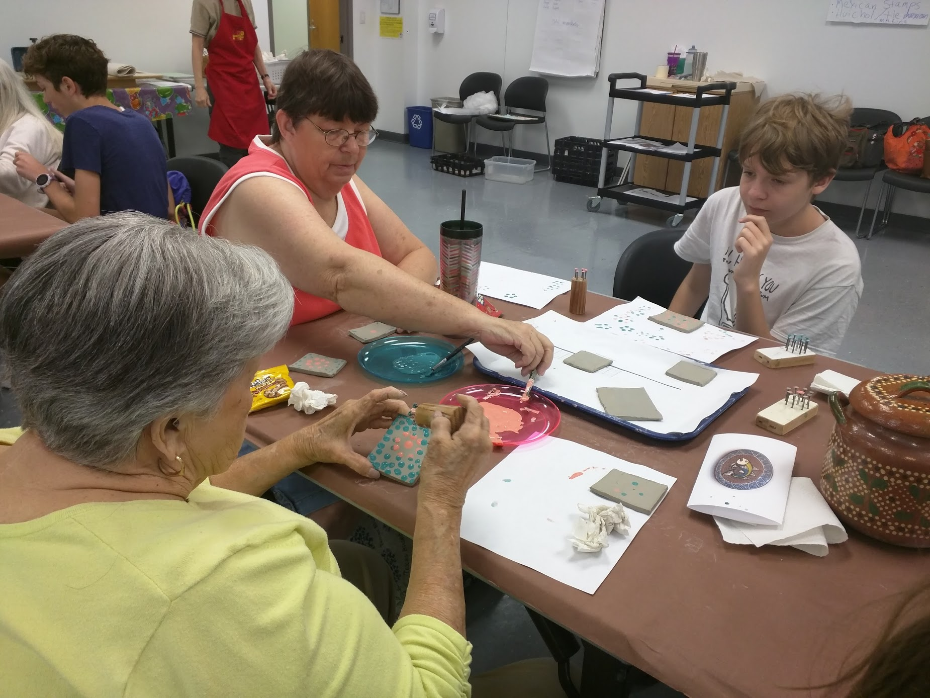 Sr Center1_Decorating clay tiles with dotted designs