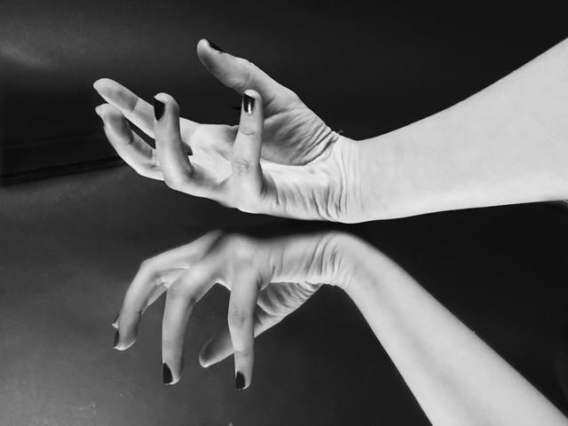 HAND REFLECTION