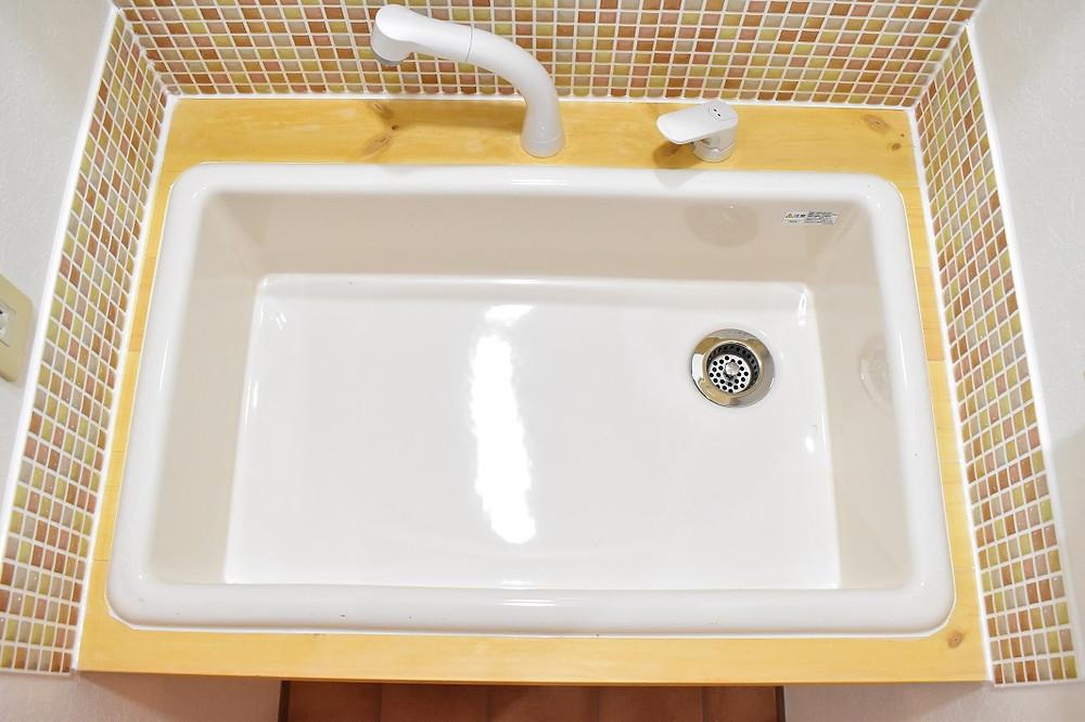 洗面ボウルの底が深いので、水撥ねがしにくくなります
