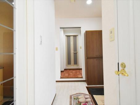 賃貸アパートの暗い・狭い玄関を改善した山梨おしゃれ賃貸・グレイスロイヤルS205号室。