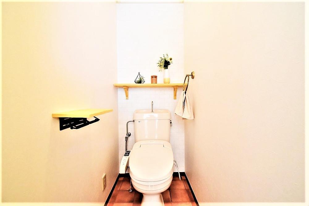 トイレのニオイ対策として、壁紙には消臭機能を持った特殊なものを使用しています。