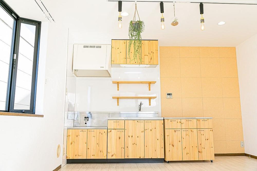山梨おしゃれ賃貸・グレイスロイヤルでは、リノベーションを機にナチュラルキッチンを導入しています