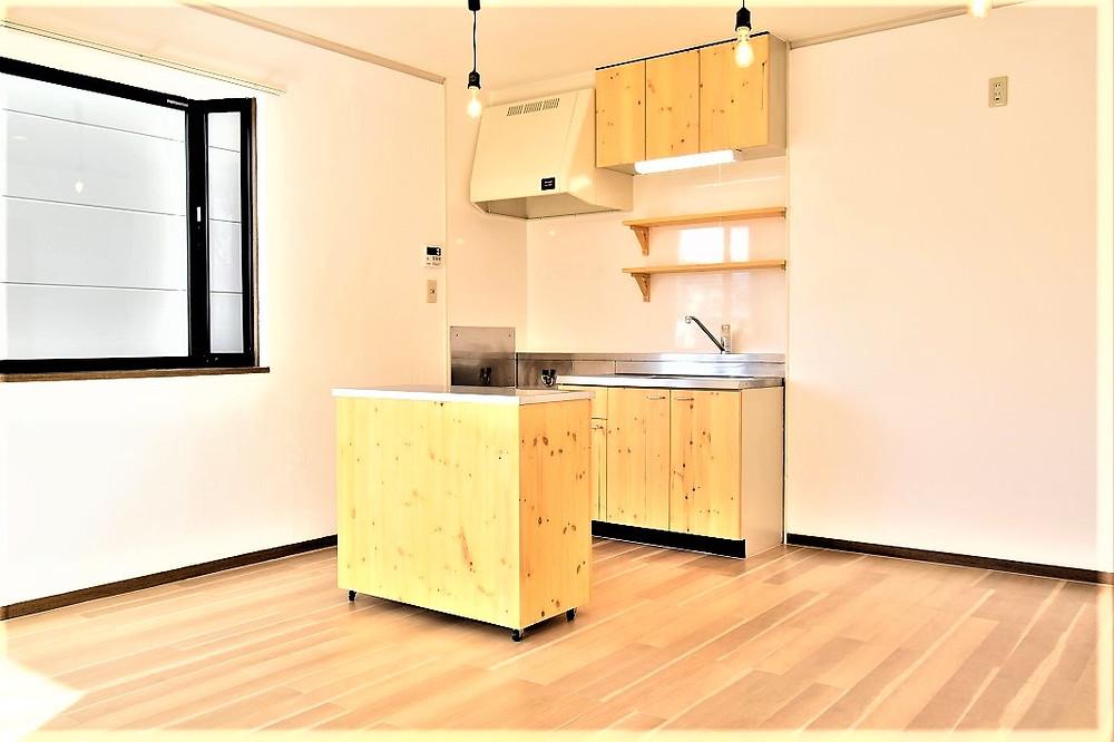 通常の対面キッチンでは二人以上キッチンにいると、ぶつかってしまう可能性がありますが、グレイスロイヤルのキッチンではそのようなことはありません