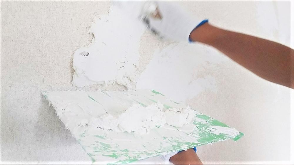 S205号室の居住スペースの壁に、漆喰を施工します。