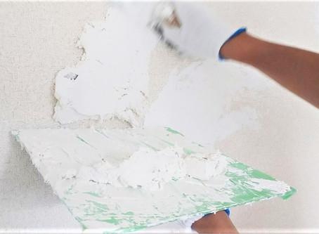 S205号室リノベーション工事。漆喰塗りスタートしました。