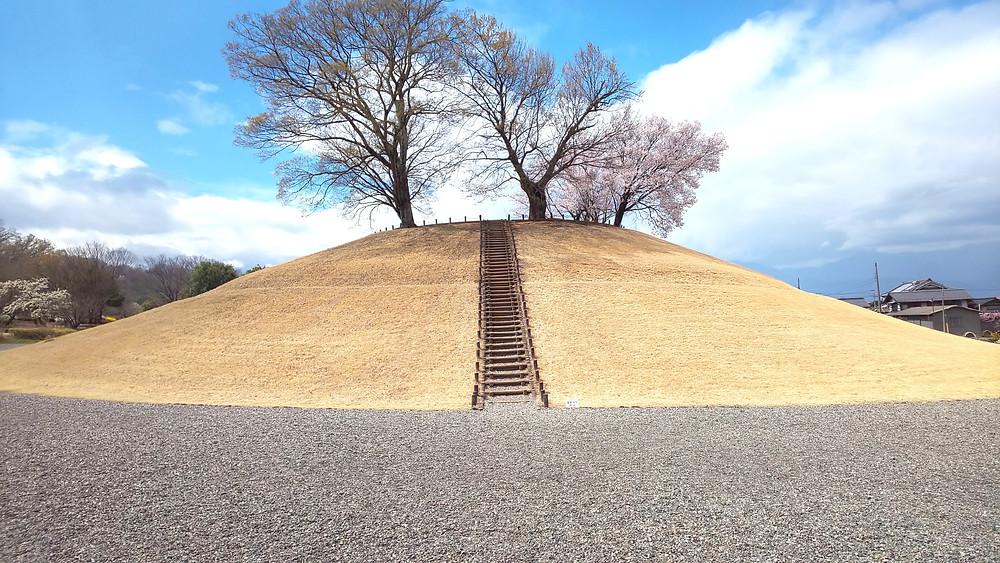 県内最大級の古墳も公園内に隣接しています