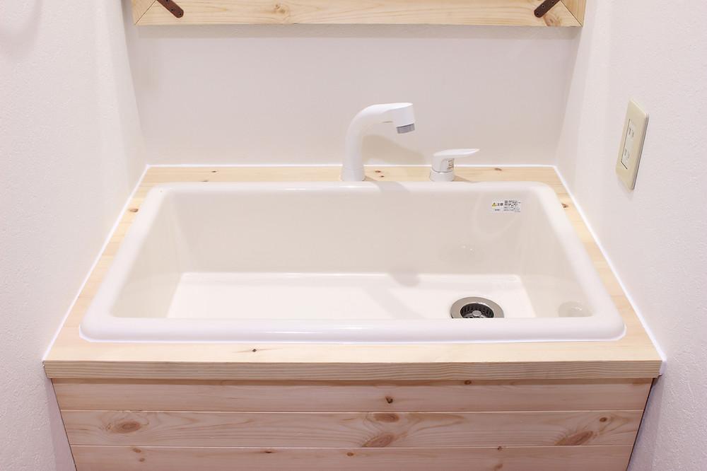 S201号室の洗面ボウルは業務用のもので、底が深いのが特徴