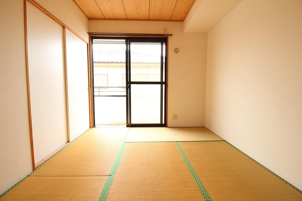 畳のメリットをしっかりとお伝えしていないのも、和室部屋が衰退した原因かもしれません
