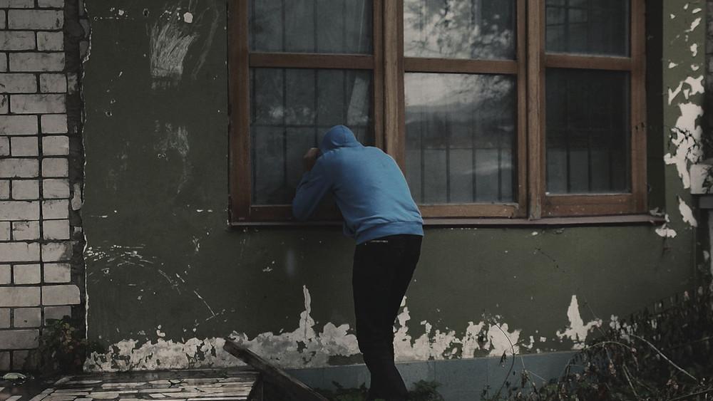 窃盗犯は施錠していない物件を見ると犯行に及んでしまいます