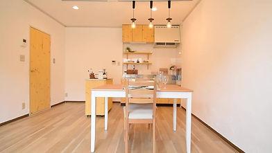 温もり溢れるおしゃれなカフェ風キッチンが標準装備
