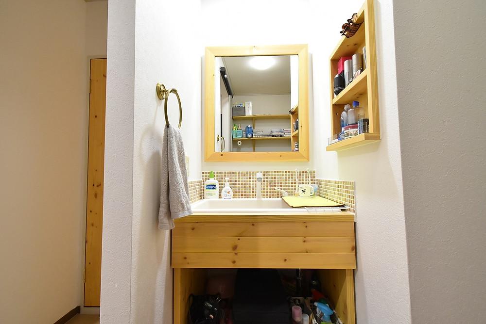無垢材で作った世界にひとつだけしかない、グレイスロイヤルオリジナルの洗面台