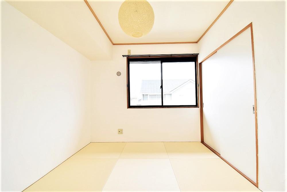 和室部屋は北側にあるのですが、壁に漆喰を施工しているのでお部屋がとても明るいです