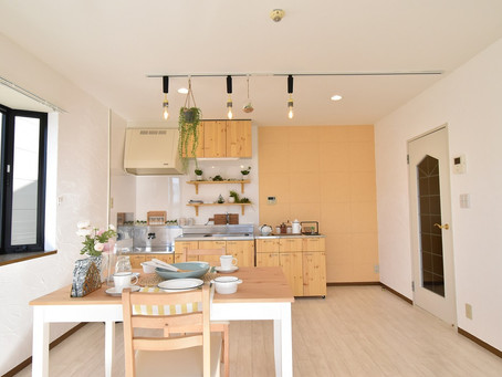 自由自在に動くおしゃれなキッチンカウンターのある賃貸暮らし。グレイスロイヤルで始めませんか?