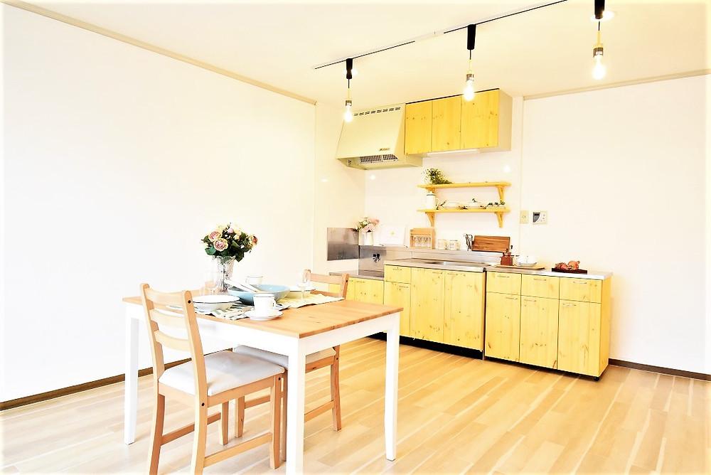 カフェのキッチンは、だれもが憧れるキッチン。グレイスロイヤルのキッチンはまさにおしゃれなカフェのお店にあるようなキッチンを再現しています。