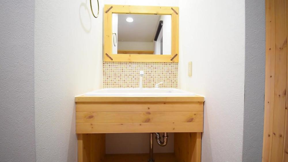 洗面台は完全オーダーメイド。女性のお客様に高い支持を頂いています。