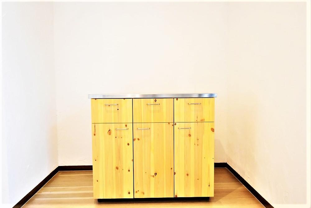壁付けキッチンを魅力的にしてくれる万能型キャビネット