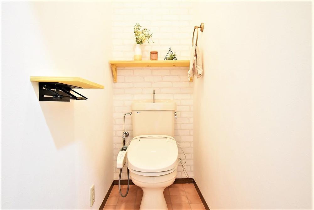 トイレに必要な消臭対策を講じた機能性壁紙を貼っています