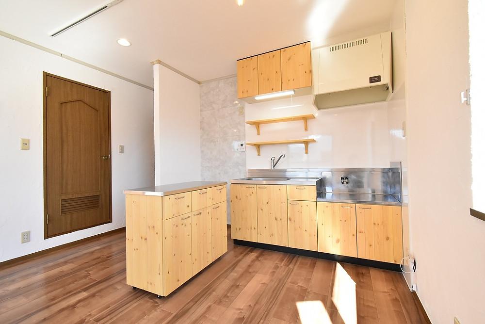 山梨おしゃれ賃貸・グレイスロイヤルではリノベーション部屋におしゃれなナチュラルキッチンを導入しています