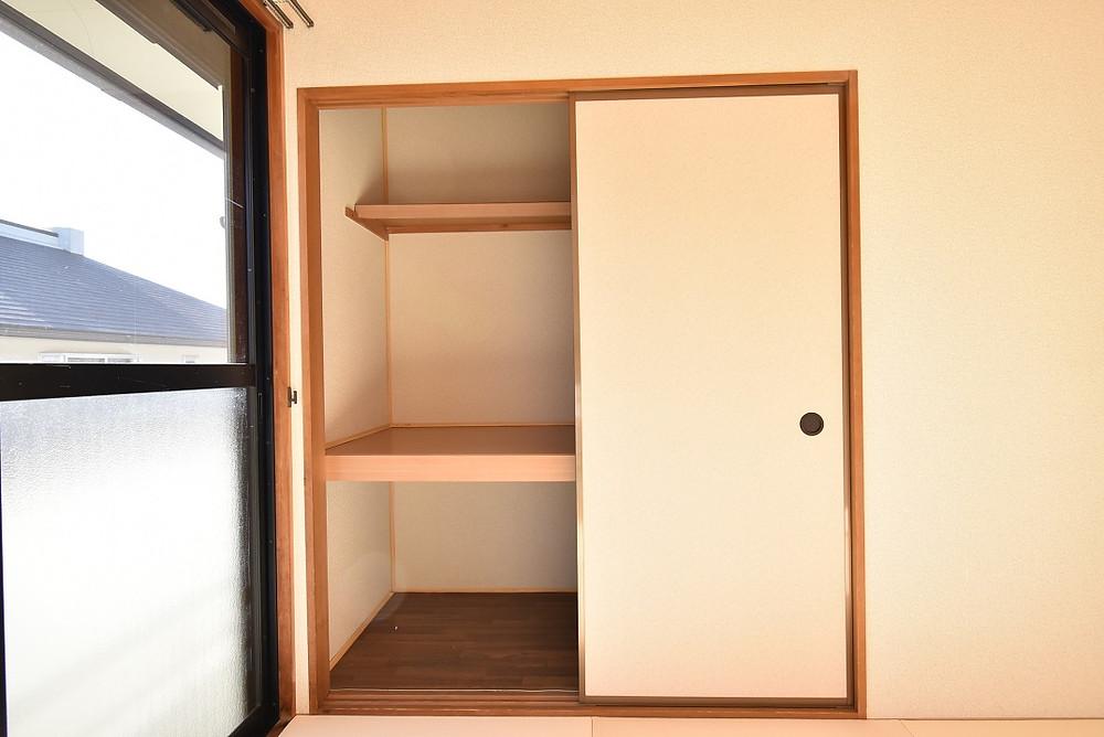 グレイスロイヤルには和室部屋があるので、大容量の押入が標準装備