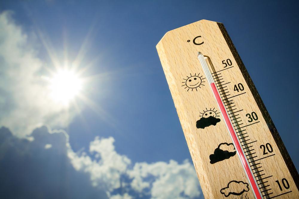 甲府市では梅雨明け直後から連日35度以上の日が続きます
