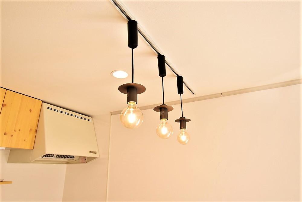 グレイスロイヤルの一部のキッチンには、ペンダントライトが設置されています
