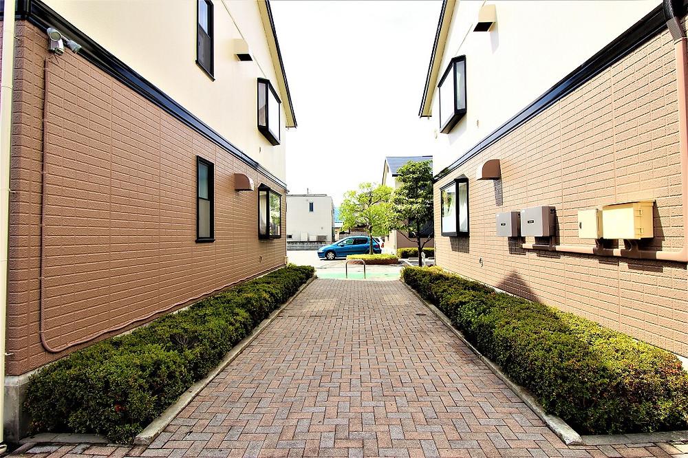 グレイスロイヤルは緑が多いアパート