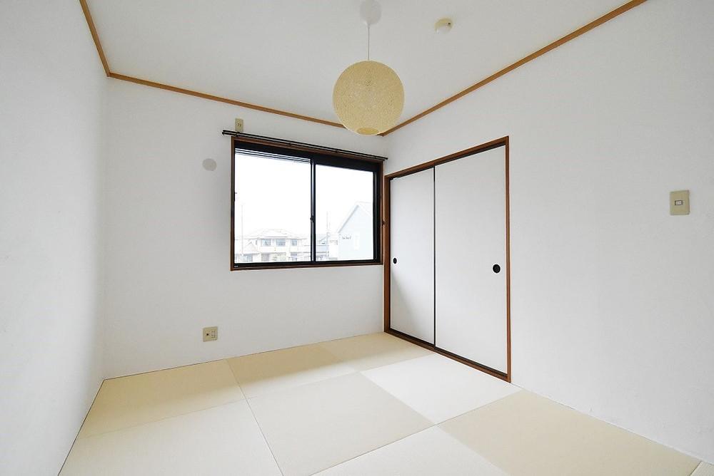 S205号室・和室部屋 おしゃれでモダンな琉球畳を採用しています