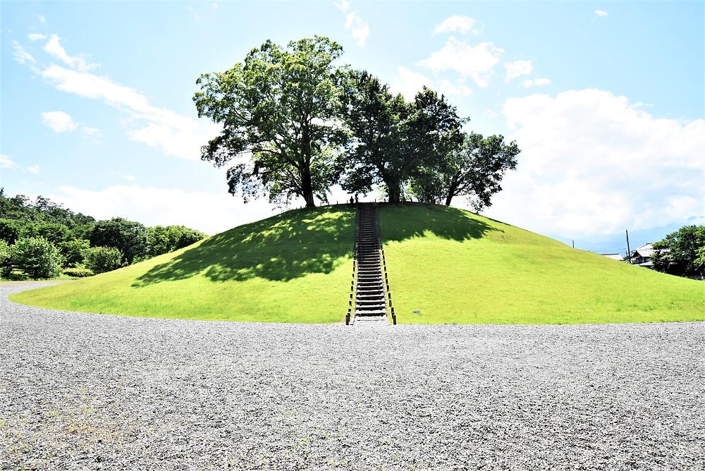 山梨県内にある古墳では最大級の大きさ。