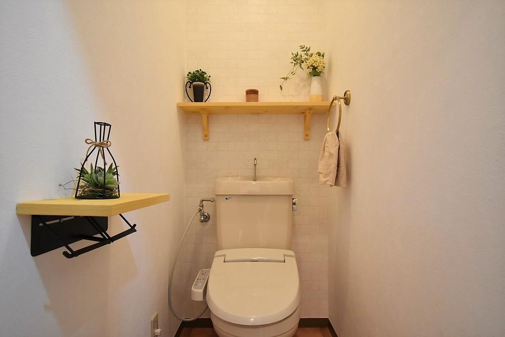 まるでおしゃれなカフェの様な空間が魅力的な、グレイスロイヤルのリノベーショントイレ