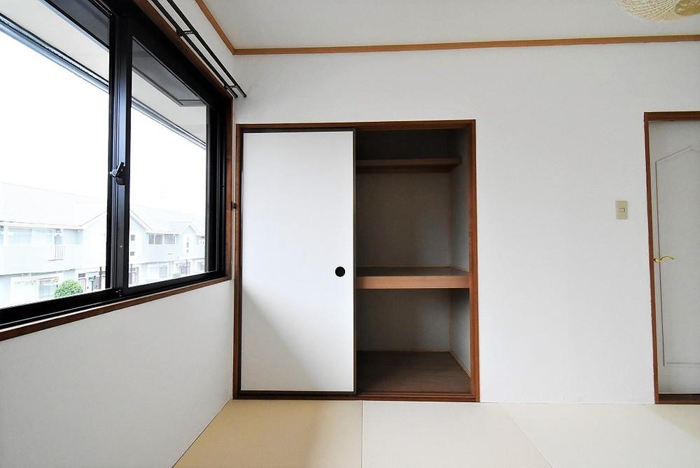 和室部屋にある押入。布団などを収納する際、とても便利