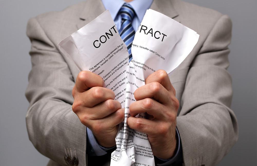 重大な事故を引き起こしてしまうと、契約解除となります