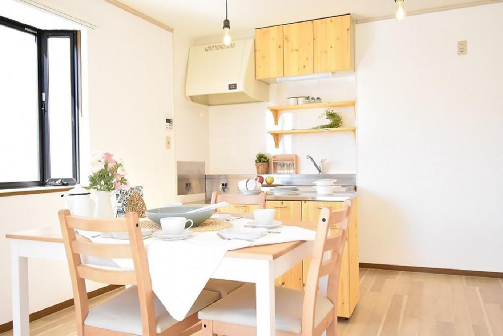対面キッチンみたいにきゃびねっが備え付けではないので、リビングを最大限活用することができます