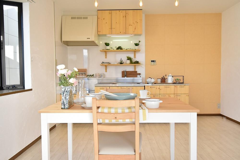S205号室キッチン。おしゃれなカフェ風キッチンが魅力的