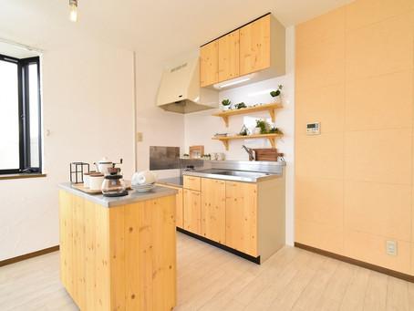 対面キッチンより使いやすい。グレイスロイヤルのおしゃれな可動式キッチンカウンター