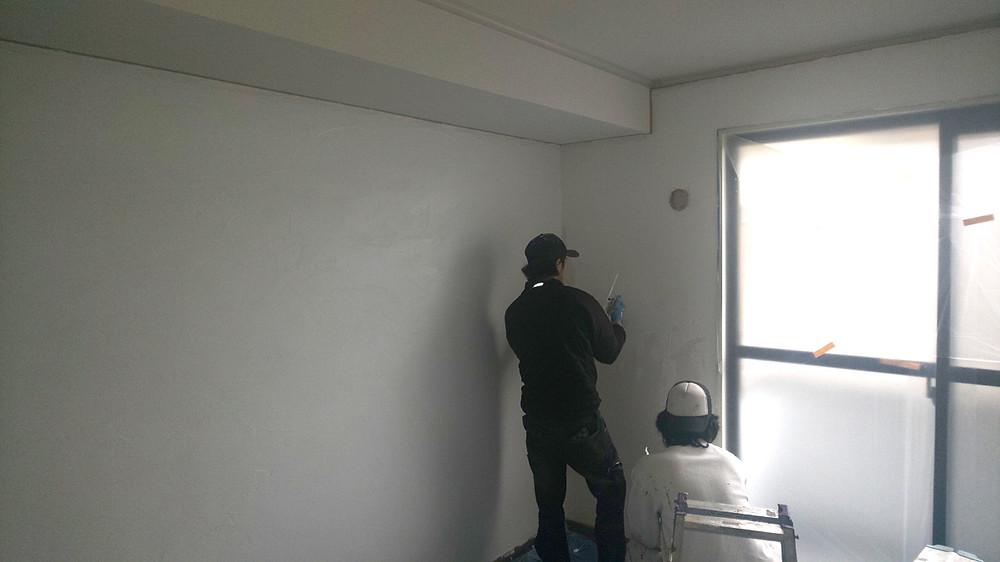 グレイスロイヤルでは漆喰を施工したリノベーションを初めて行いました