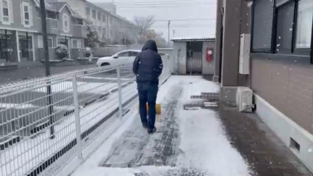 グレイスロイヤルではオーナー自ら雪かきをしています